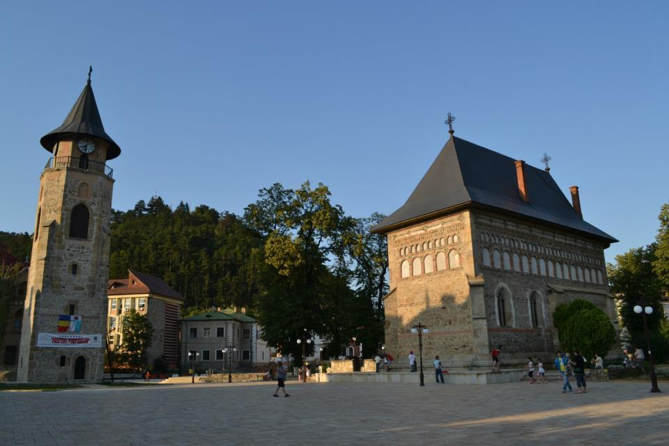 Biserica voievodala si Turnul lui Stefan cel Mare (construite intre 1498-1499)